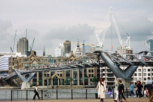 Un pont molt modern de Londres